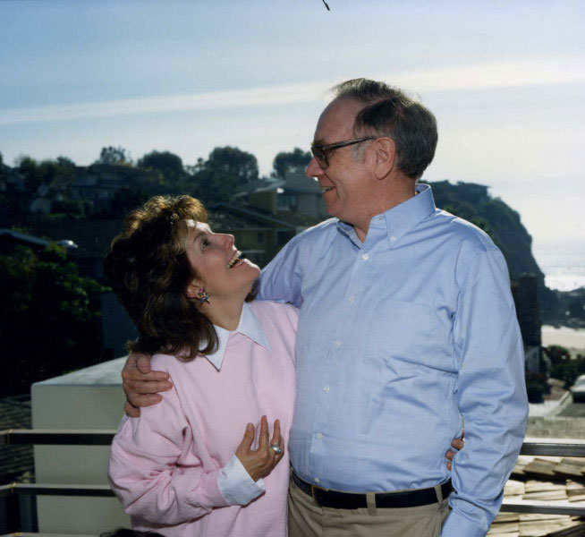 Warren Buffett and his forst wife Susan at their Laguna Beach vacation home